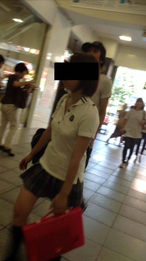 女子校生の制服がもっこりしてる街撮り着衣の巨乳おっぱいエロ画像 611