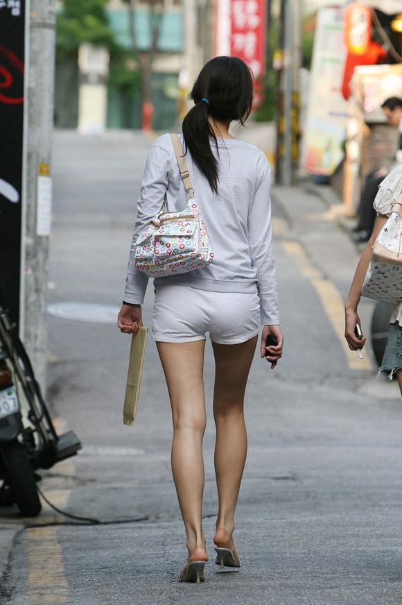 生足の素人女性が多い韓国の街撮りエロ画像 649