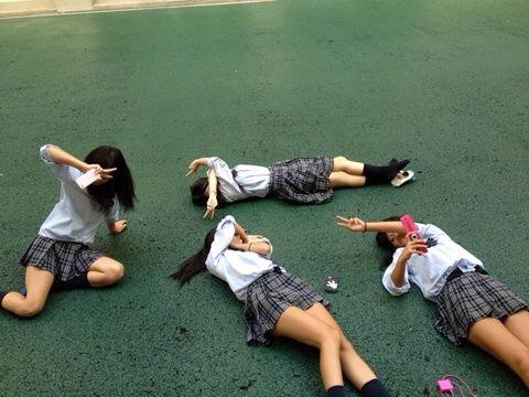 女子校生がSNSに投稿したおふざけしてるエロ画像 7102