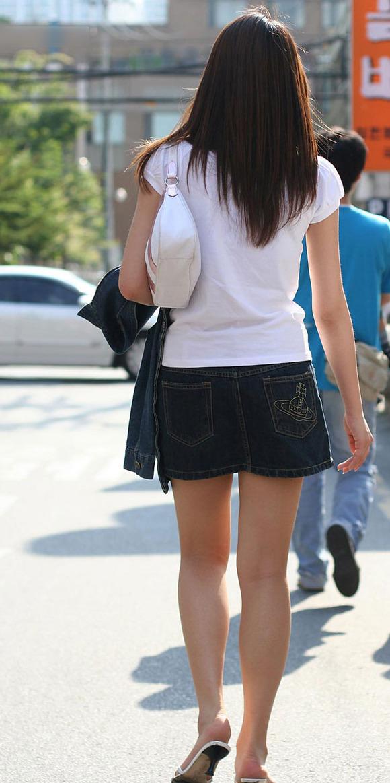 生足の素人女性が多い韓国の街撮りエロ画像 742