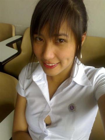 タイの女子大生が激カワ過ぎる素人エロ画像 8