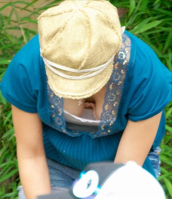 素人娘の自画撮りとか巨乳おっぱいの谷間の胸チラエロ画像 850