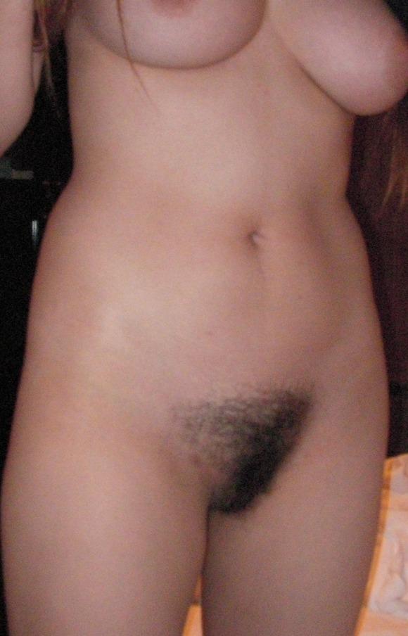人によって毛並みの違いがよく分かる素人娘のまん毛のエロ画像 86
