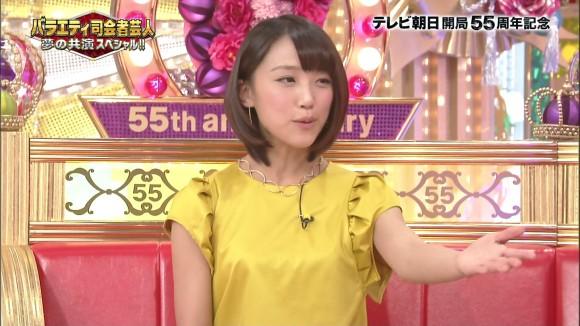女子アナ竹内由恵がワキチラしてるキャプエロ画像 862