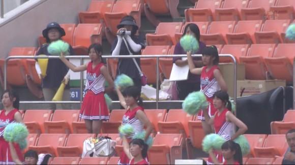 高校野球の応援席ではしゃぐ女子校生チアリーダーのエロ画像 9100