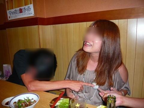 宴会などのお酒の席で乱れまくってるOLや人妻達の素人エロ画像 9103