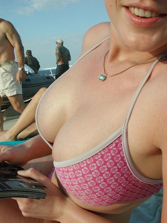 ビーチではしゃぐビキニ娘達が激写されネット投稿されてる抜ける素人エロ画像 927