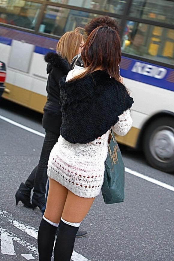 赤の他人の何気ない仕草がエロい素人娘の街撮りエロ画像 1013
