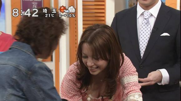 美人OLの女子アナがテレビでエッチな姿を披露するキャプエロ画像 1021