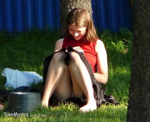 外人娘のパンチラとか胸チラを激写した街撮りエロ画像 1058
