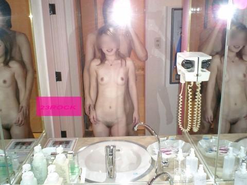 セフレとラブホで鏡越しにハメ撮りしてネット投稿した素人エロ画像 11
