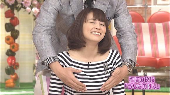 美人OLの女子アナがテレビでエッチな姿を披露するキャプエロ画像 1105