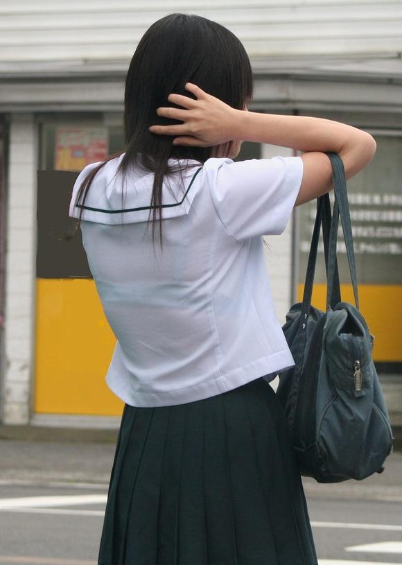 女子校生のワイシャツから透けるブラジャーの素人エロ画像 1110