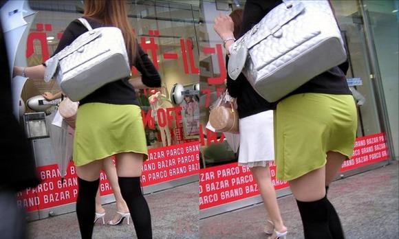 赤の他人の何気ない仕草がエロい素人娘の街撮りエロ画像 1117