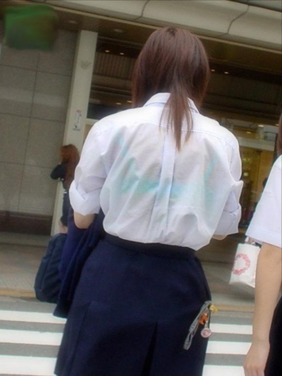 女子校生のワイシャツから透けるブラジャーの素人エロ画像 120