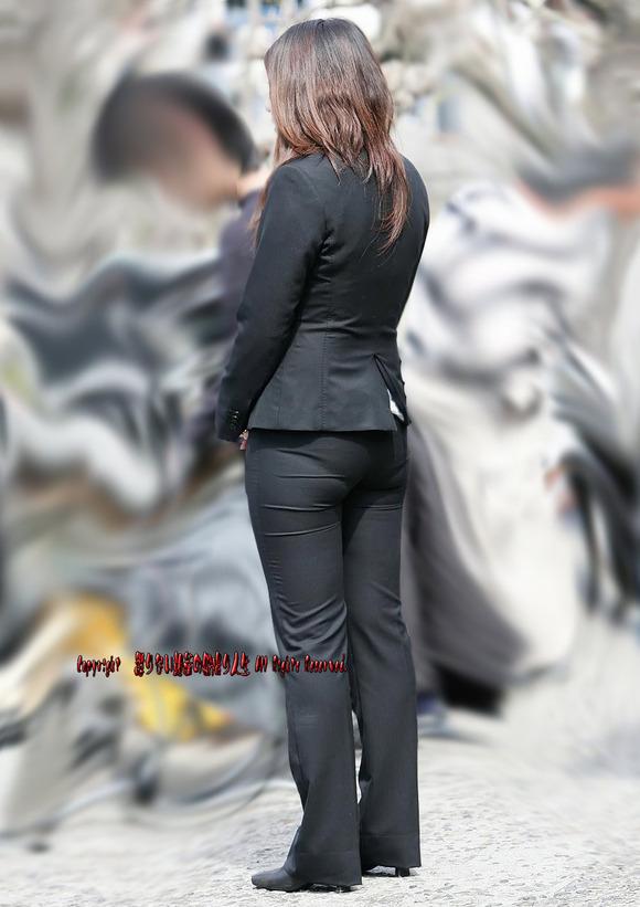 就活を頑張るスーツ姿の女子大生の街撮り素人エロ画像 1218