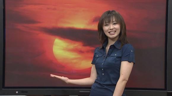 美人OLの女子アナがテレビでエッチな姿を披露するキャプエロ画像 1223