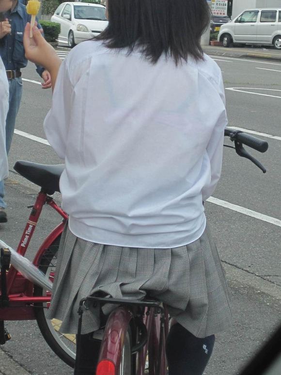 女子校生のワイシャツから透けるブラジャーの素人エロ画像 126