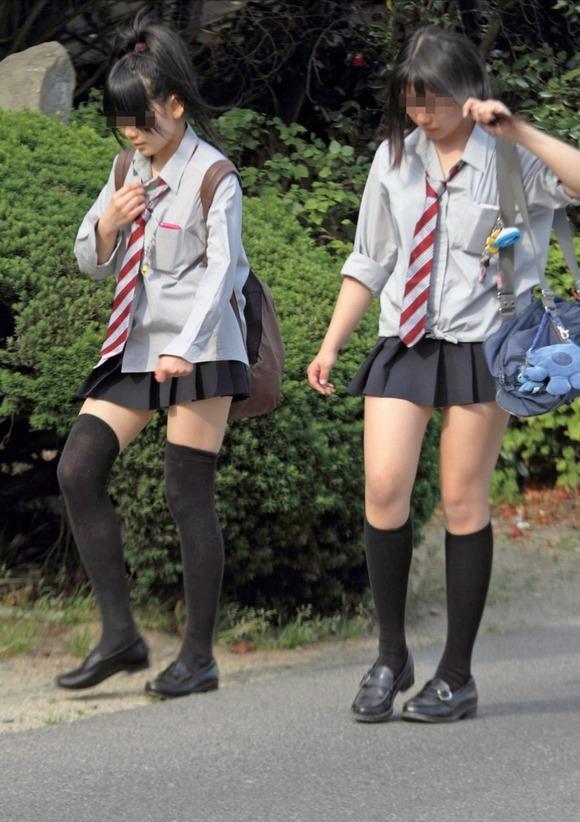 肉がパンパンに詰まった女子校生の太もも街撮り素人エロ画像 1327