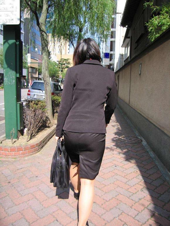 就活を頑張るスーツ姿の女子大生の街撮り素人エロ画像 1416