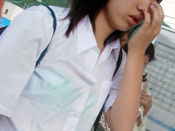 女子校生のワイシャツから透けるブラジャーの素人エロ画像 156