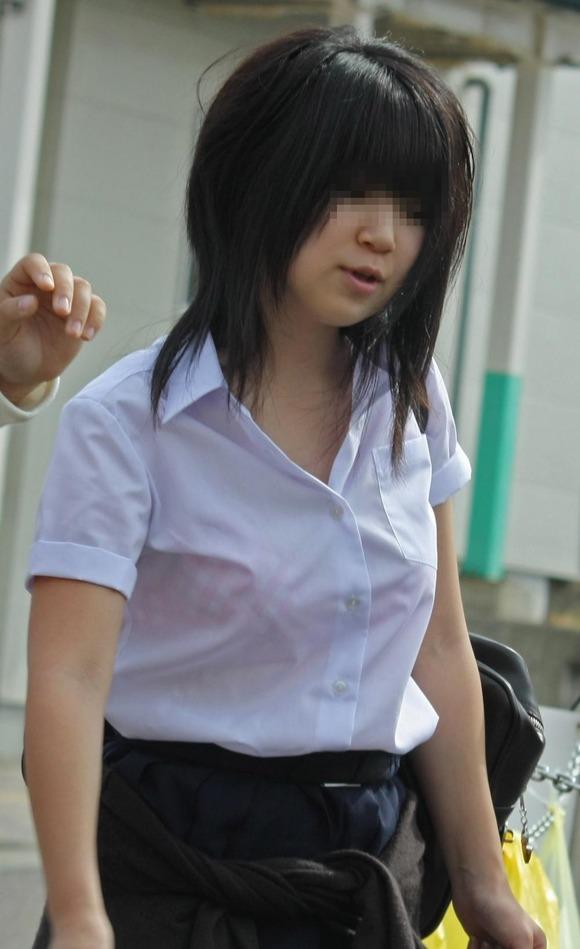 女子校生のワイシャツから透けるブラジャーの素人エロ画像 176