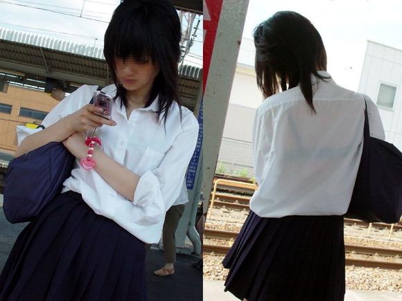 女子校生のワイシャツから透けるブラジャーの素人エロ画像 196