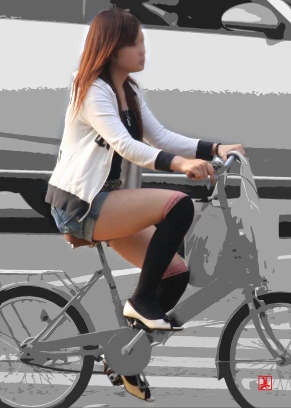 赤の他人の何気ない仕草がエロい素人娘の街撮りエロ画像 2013