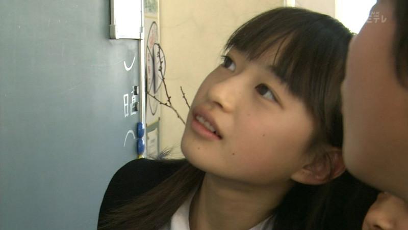 テレビに映っためっちゃ可愛い素人娘のキャプエロ画像 2041
