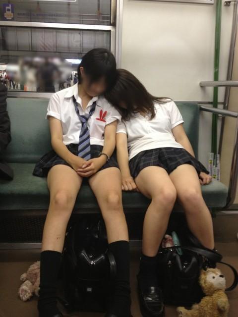 SNSに投稿されたおふざけしてる女子校生達のエロ画像 2061