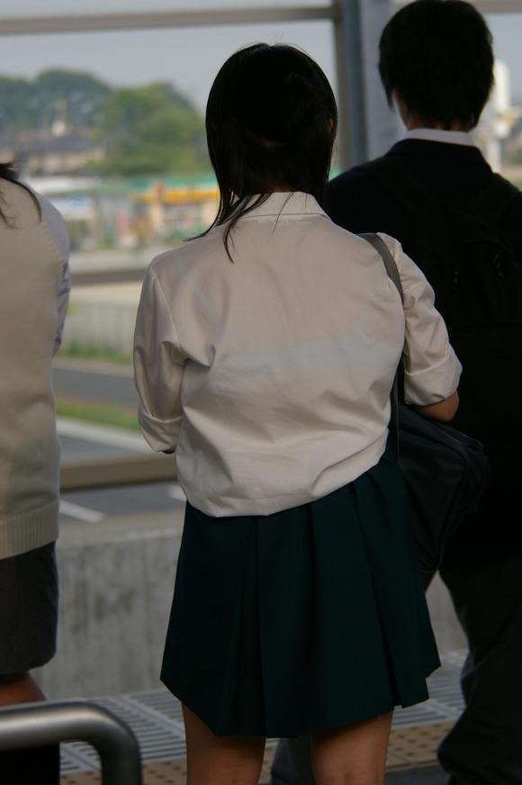女子校生のワイシャツから透けるブラジャーの素人エロ画像 2110
