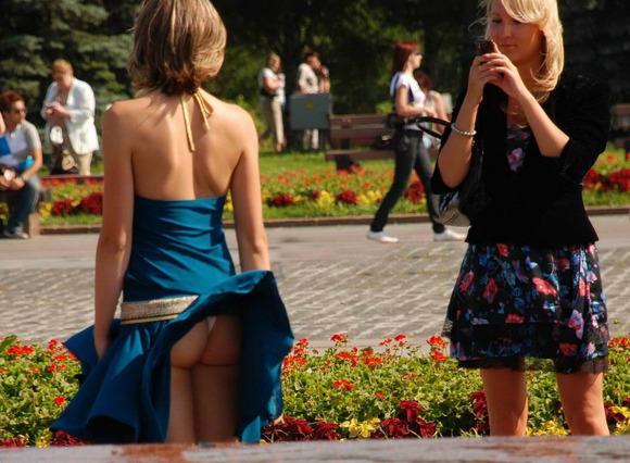 パンチラとか胸チラのレベルが桁違いな素人外人の街撮りエロ画像 2118