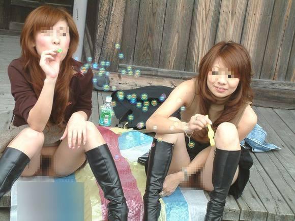 狂気じみたエッチな遊びをする女子達のヤバいエロ画像 2125