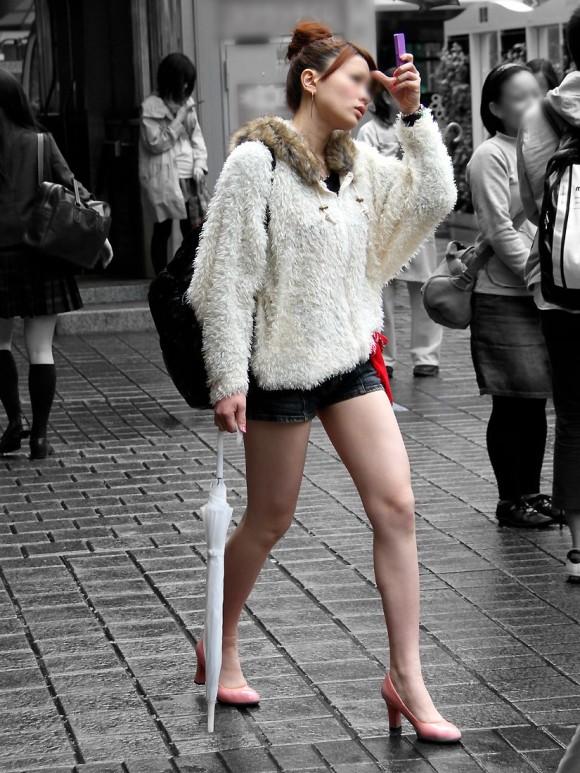 オナニーがめっちゃ捗る素人娘の街撮りされたお尻や太もものエロ画像 2126