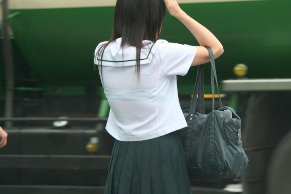 女子校生のワイシャツから透けるブラジャーの素人エロ画像 219