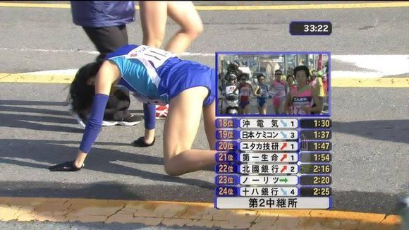 陸上部の女子がユニホームを着て汗を描いてる素人エロ画像 2310