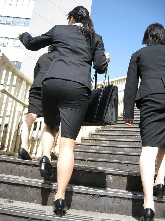 就活を頑張るスーツ姿の女子大生の街撮り素人エロ画像 2315