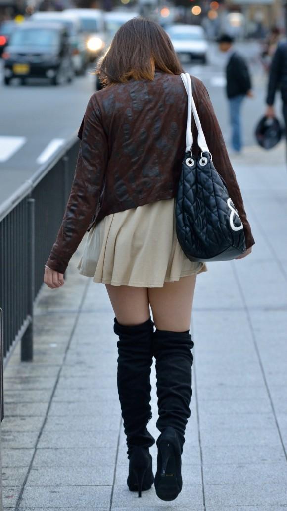 オナニーがめっちゃ捗る素人娘の街撮りされたお尻や太もものエロ画像 2321