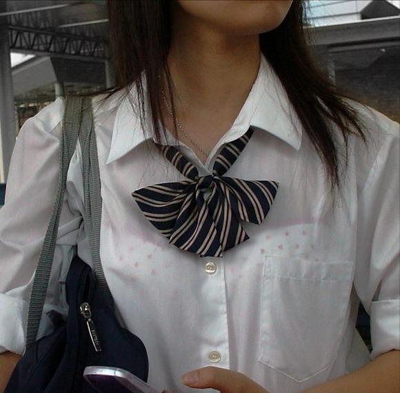 女子校生のワイシャツから透けるブラジャーの素人エロ画像 235