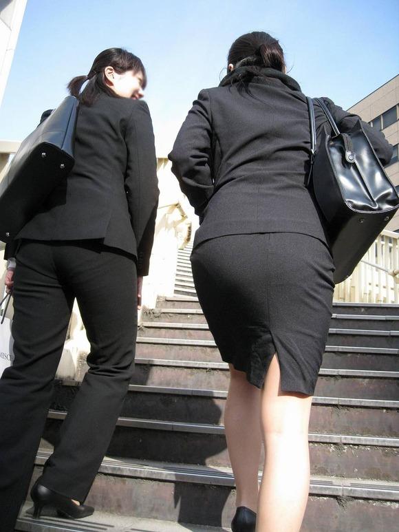 就活を頑張るスーツ姿の女子大生の街撮り素人エロ画像 2414