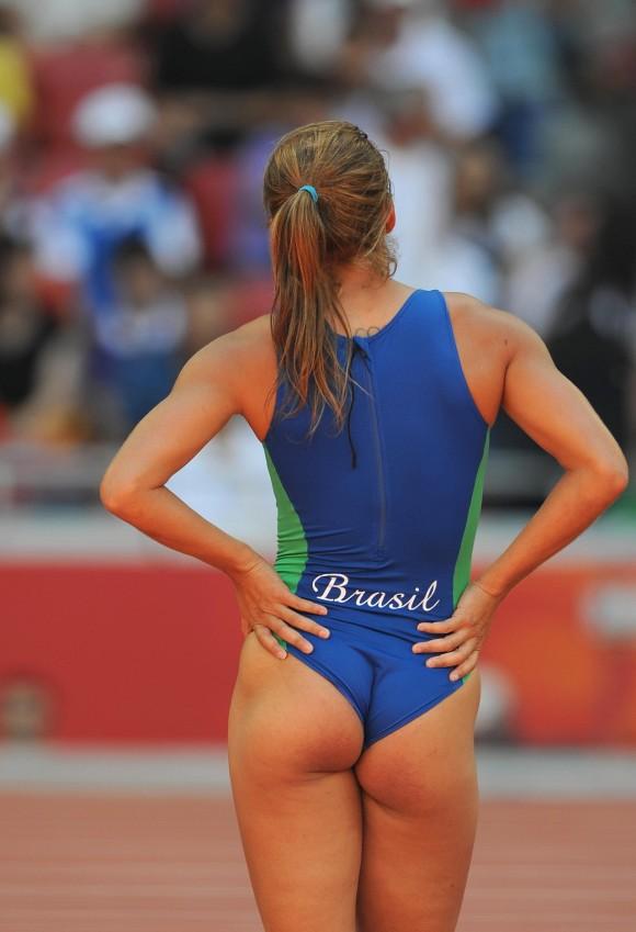 スポーツ選手たちの引き締まったお尻に視線が釘付けなキャプエロ画像 242
