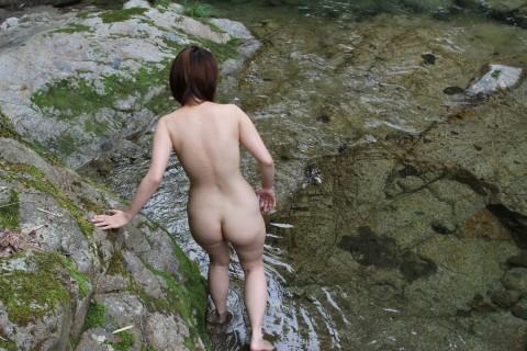 取り敢えず出しとけってノリな野外露出を趣味とする女のエロ画像 2442