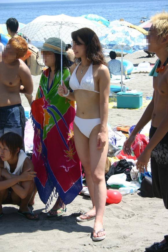 今年の夏こそビキニギャルとエッチしたいと妄想広がる素人エロ画像 261