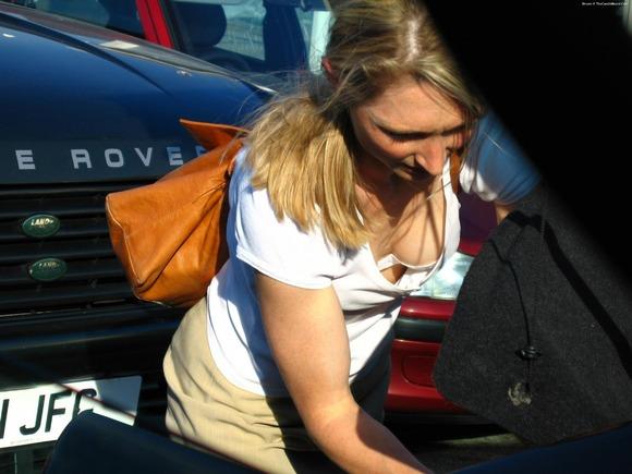 パンチラとか胸チラのレベルが桁違いな素人外人の街撮りエロ画像 2612