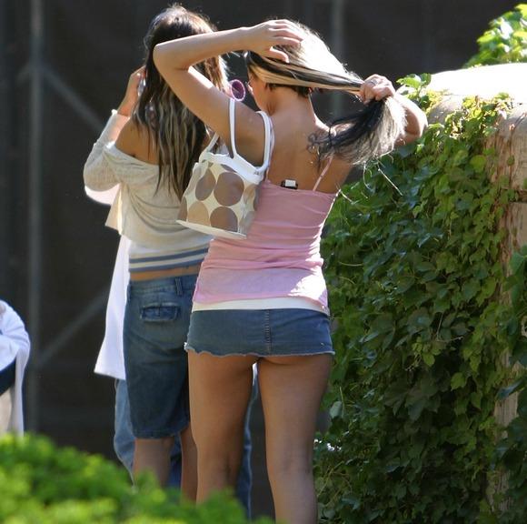 パンチラとか胸チラのレベルが桁違いな素人外人の街撮りエロ画像 2712
