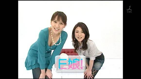 美人OLの女子アナがテレビでエッチな姿を披露するキャプエロ画像 2718