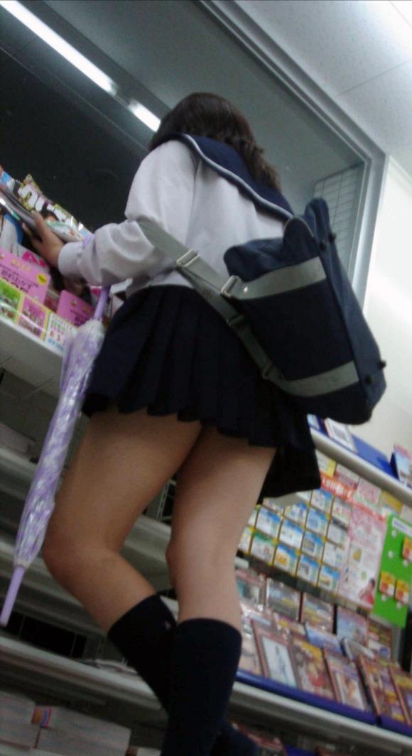 肉がパンパンに詰まった女子校生の太もも街撮り素人エロ画像 2724