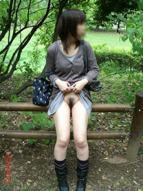 取り敢えず出しとけってノリな野外露出を趣味とする女のエロ画像 2737