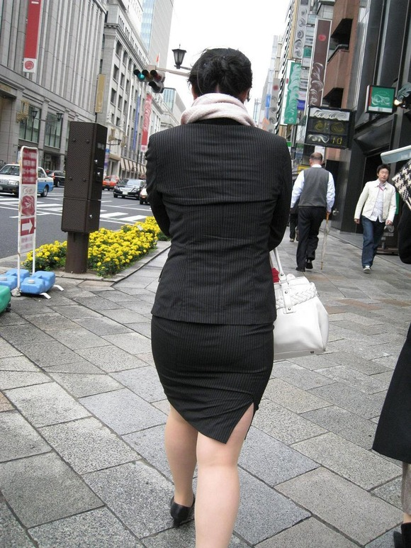 就活を頑張るスーツ姿の女子大生の街撮り素人エロ画像 280
