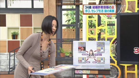 美人OLの女子アナがテレビでエッチな姿を披露するキャプエロ画像 2817